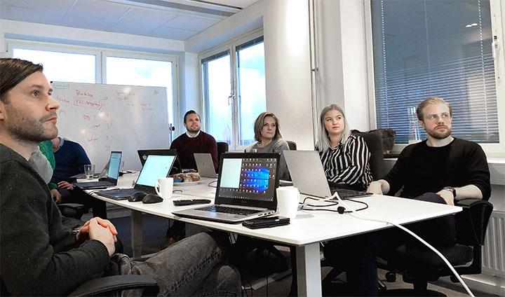 Emil Wallin, Anders Sjöholm och Annika Grälls tillsammans med studenterna Emma Pettersson och Lukas Lindgren.