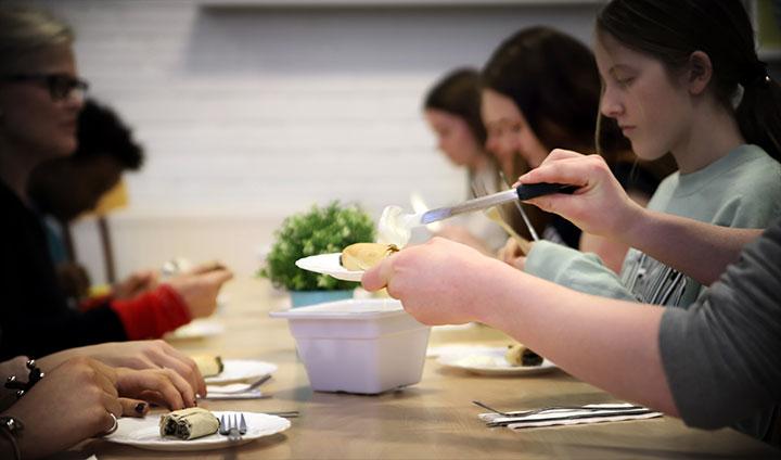 I torsdags fick eleverna på Karlsängsskolan i Nora äta gråärtsrulle till lunch.