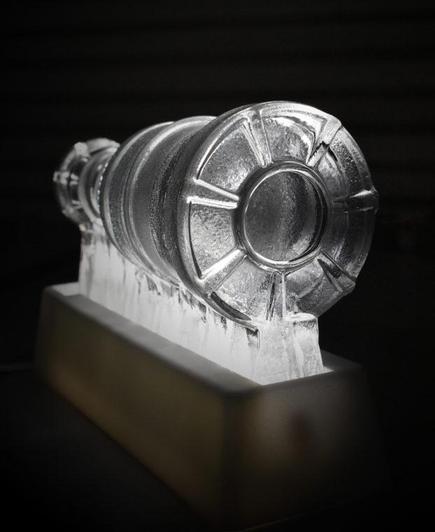 Bilden visar en G(l)asturbin genom ett samarbete mellan Siemens och Reijmyre Glasbruk.