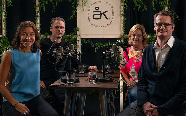 Fyra personer vid ett bord.